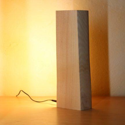 Vollspektrum Nachtischleuchte LED Massivholz Esche Ansicht rechts